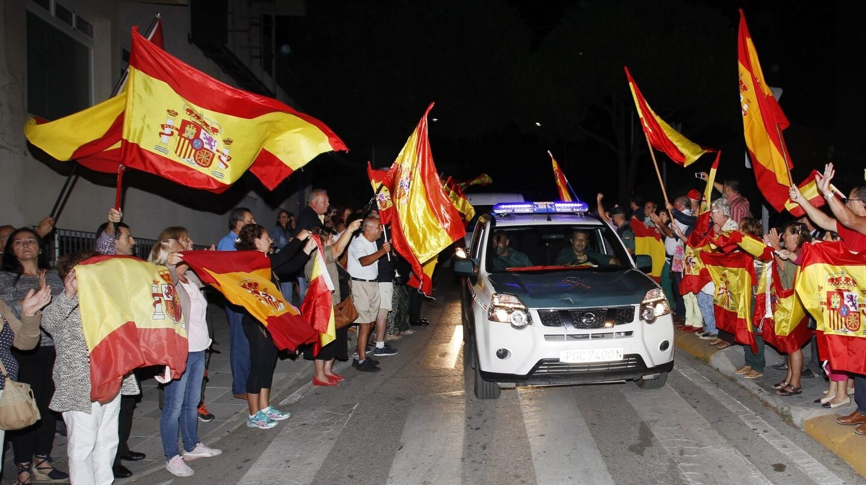 Referéndum 1-O: despedida a la Guardia Civil en Algeciras.