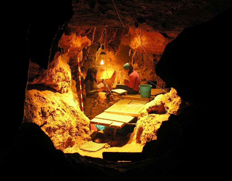 Interior de la cueva de El Sidrón (Asturias)