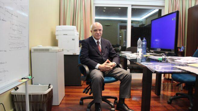 Eduardo Pascual, en su despacho de Barcelona antes de huir de la Justicia en el verano de 2015.