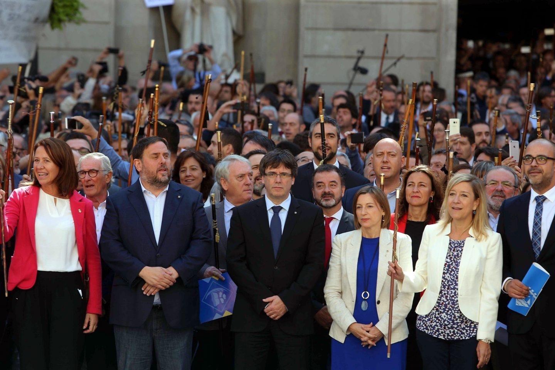 Puigdemont y Junqueras, en la recepción de los alcaldes independentistas.