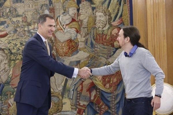 Felipe VI recibe a Pablo Iglesias en Zarzuela.