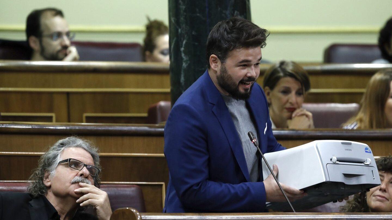 Referéndum 1-O: Gabriel Rufián enseña una impresora en el Congreso.