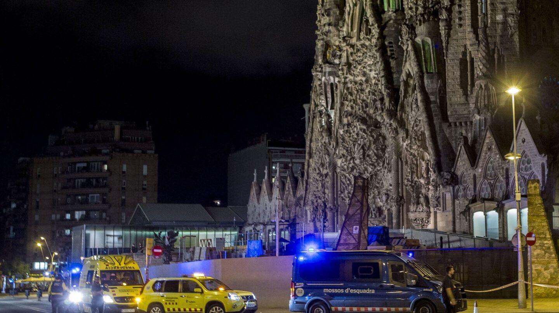 Operativo policial en la Sagrada Familia en la tarde-noche de este martes.