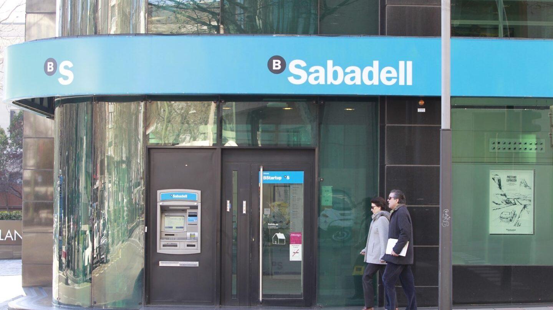 Sabadell y CaixaBank se recuperan en bolsa de las dudas por el referéndum catalán.