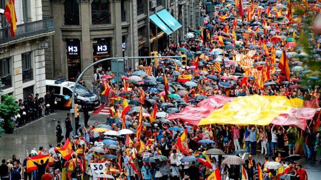 Manifestación convocada por Movimiento Cívico de España y Catalanes, a su paso por la Jefatura Superior de Policía de Barcelona, el pasado 30 de septiembre.