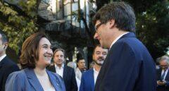 Ada Colau, junto a Carles Puigdemont.