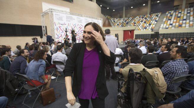 La alcaldesa de Barcelona, Ada Colau, pide a Bruselas mediar entre el Gobierno y la Generalitat.
