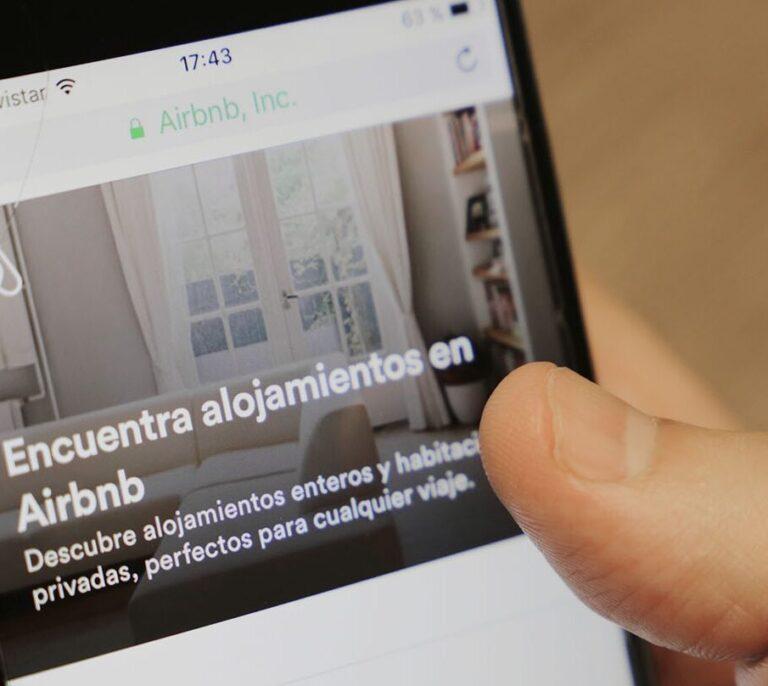 Airbnb pagará el alojamiento a 20.000 afganos en todo el mundo