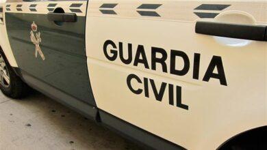 Un hombre está herido tras estrellar su coche de lujo en un puerto de Asturias