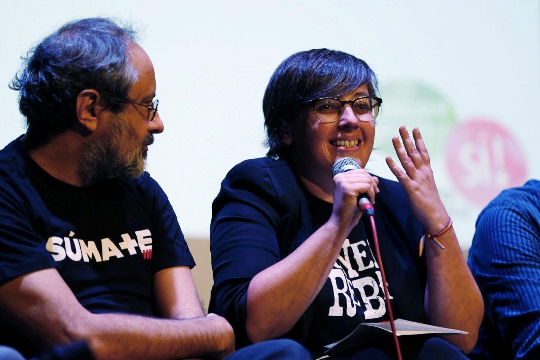 Mireia Boya, de la CUP y Antonio Baños, durante un acto pro-referéndum celebrado este lunes en Barcelona.