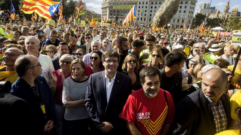 Carles Puisgmont, al frente de la manifestación de la Diada.