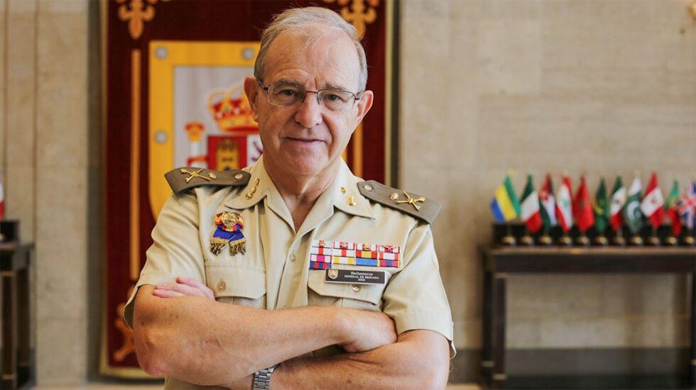 El general Miguel Ángel Ballesteros, en la sede delInstituto Español de Estudios Estratégicos (IEEE)