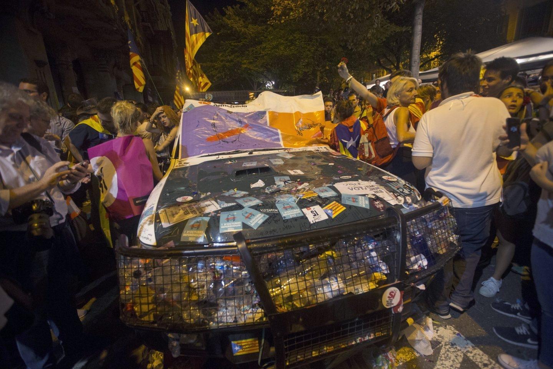 Estado en el que ha quedado el vehículo de la Guardia Civil.