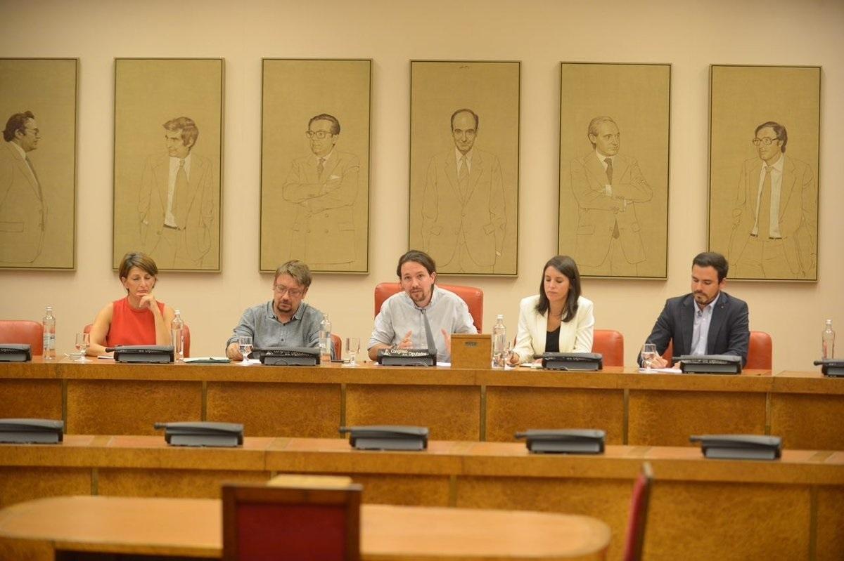 Pablo Iglesias junto a Xavi Domènech, Irene Montero, Alberto Garzón y Yolanda Díaz este lunes en el Congreso de los Diputados.
