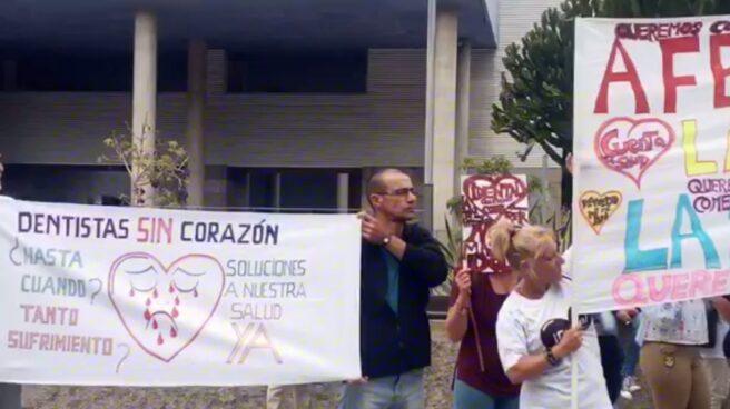Manifestación de afectados de iDental en Canarias.