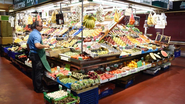 Interior de uno de los mercados de Madrid.