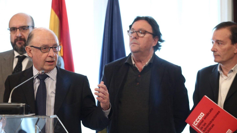 El ministro de Hacienda, Cristóbal Montoro, tras firmar el acuerdo con los sindicatos sobre estabilización de plantillas, en marzo de 2017.