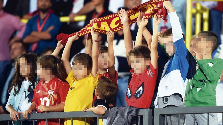 Niños en el fútbol.