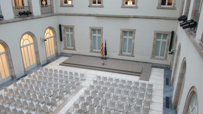 El escenario preparado para la firma del decreto de convocatoria del referéndum.
