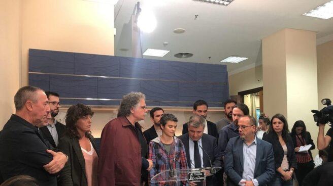 ERC, PDeCAT, Unidos Podemos, PNV, Compromís y Bildu exigen la liberación de los detenidos en Cataluña.
