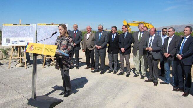 Ana Pastor durante una visita a las obras del AVE en Murcia
