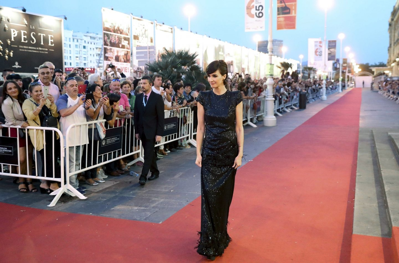 """La actriz, Paz Vega, posa antes de recibir el Premio """"Jaeger-LeCoultre al Cine Latino"""", otorgado en el marco de la 65 edición del Festival Internacional de Cine de San Sebastián."""
