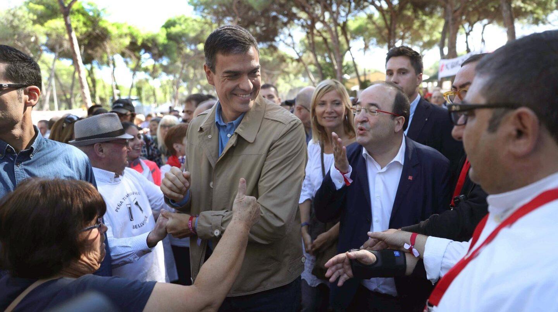 Pedro Sánchez, junto a Miquel Iceta este domingo en Barcelona.