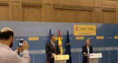 Íñigo de la Serna junto a la ministra de Transportes de Francia, Elisabeth Borne, este lunes en Madrid.