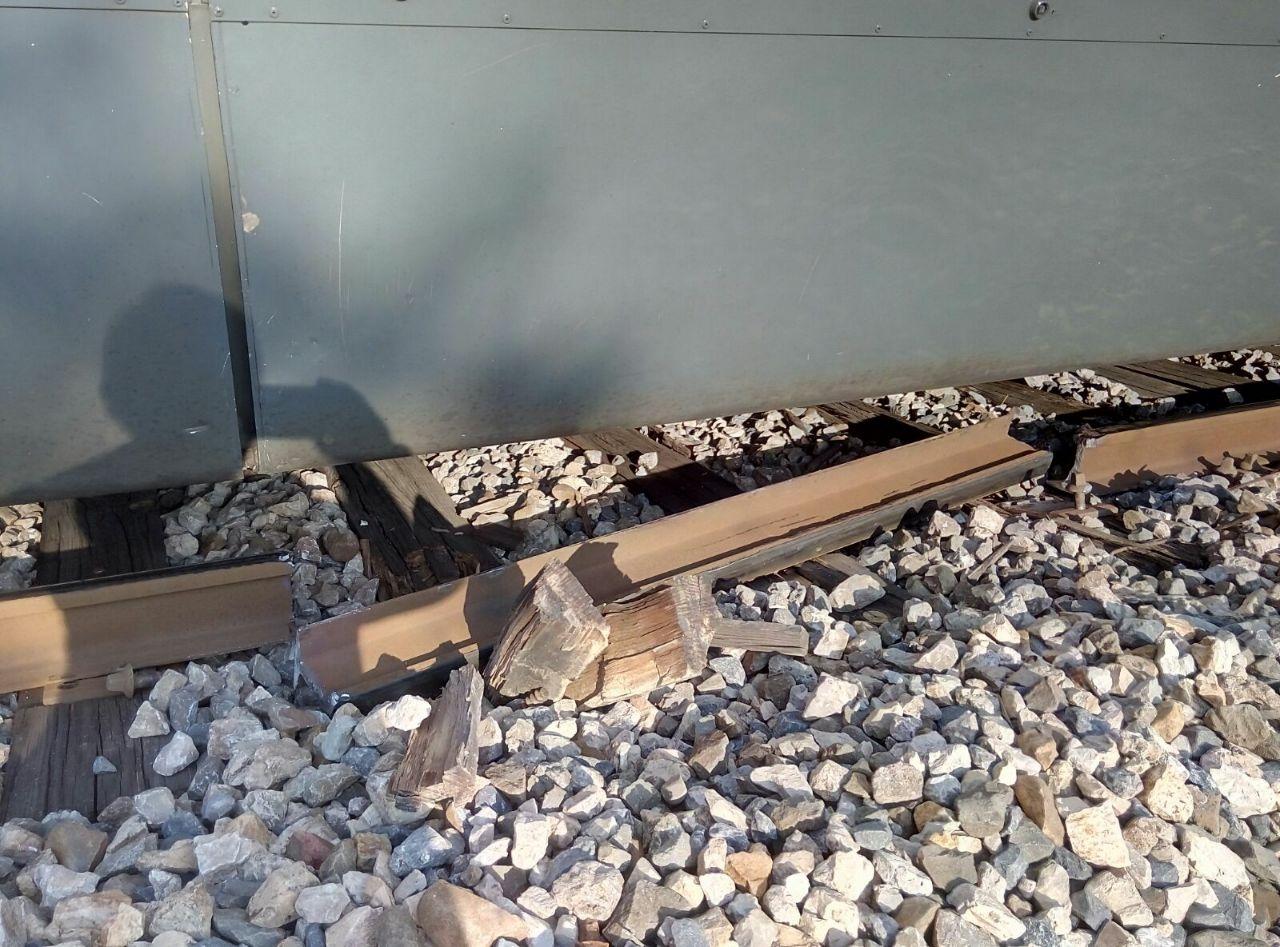 Imagen de la vía rota en la provincia de Badajoz, que ha cortado el servicio entre Extremadura y Madrid.