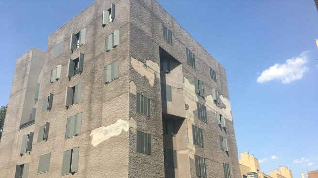 Fachada de uno de los pisos de protección oficial de Madrid.