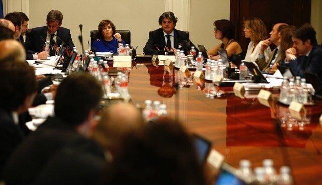 La vicepresidenta del Gobierno, Sáenz de Santamaría, reúne a los Secretarios de Estado en La Moncloa para estudiar las respuestas a la Ley del Referéndum.