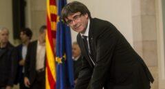 10-O: Puigdemont firma el documento de independencia.