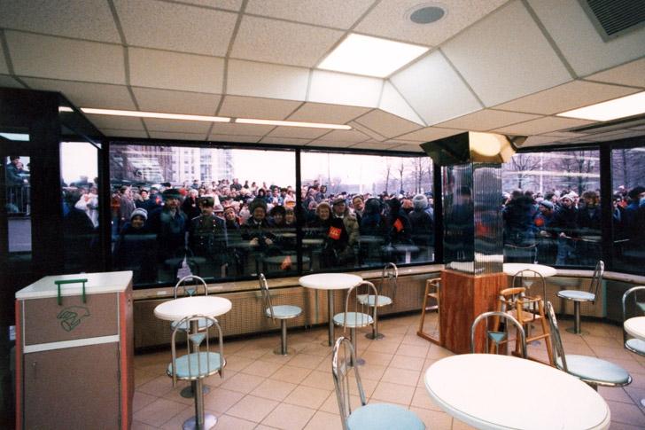 Colas antes de la apertura del primer McDonald's en Moscúå