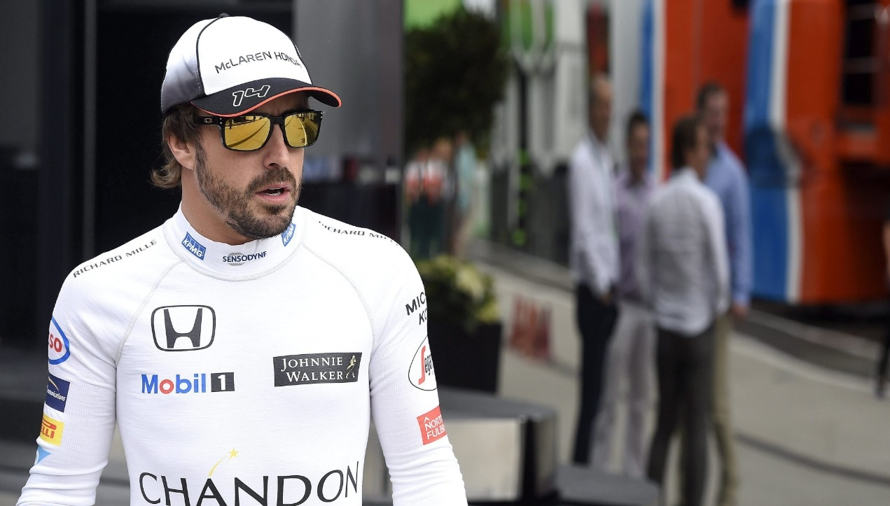 Fernando Alonso renueva su contrato con McLaren para 2018.