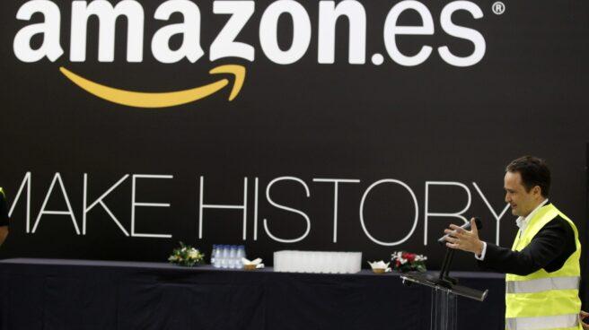 Logo de Amazon en el centro logístico de la compañía en Getafe (Madrid).