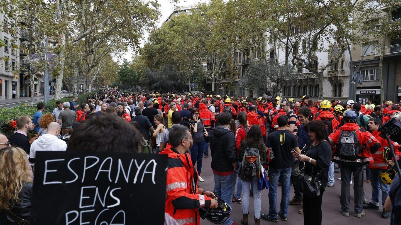 Huelga: protesta de bomberos en las calles de Barcelona.