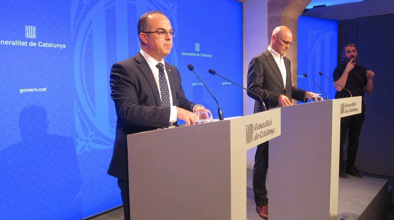 El portavoz del Govern, Jordi Turull, y el conseller de Exteriores, Raúl Romeva.