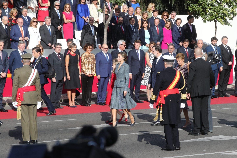 Imagen de los Reyes Felipe VI y Letizia y del presidente de Gobierno, Mariano Rajoy, ante todo su equipo de Gobierno.