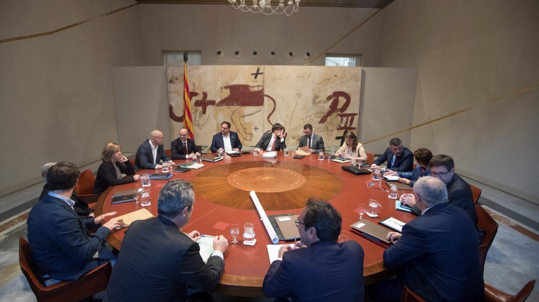 Puigdemont y sus consejeros, durante una de las reuniones semanales.