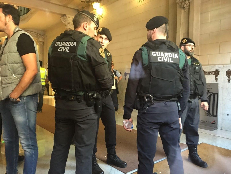 Guardias civiles, en el registro a la Consejería de Economía y Hacienda el pasado 20 de septiembre.