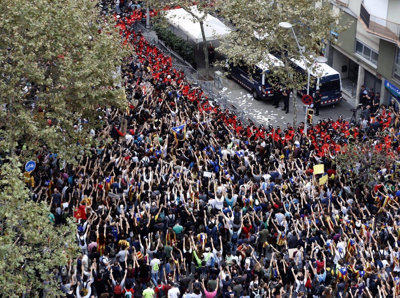Concentración ante la sede del PP en Barcelona durante la pasada huelga 'política' del 3 de octubre.