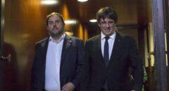 Oriol Junqueras y Carles Puigdemont, en el 'Parlament' de Cataluña.