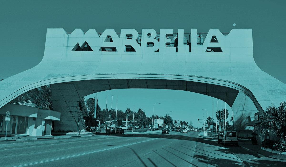 Una de las carreteras de entrada a la ciudad de Marbella.