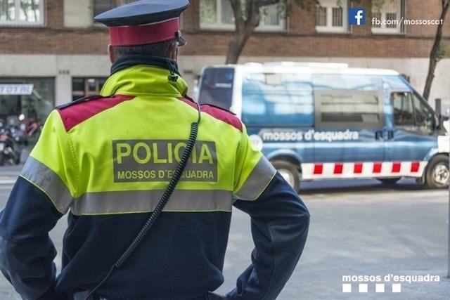 Imagen de un Mosso d'Esquadra durante un servicio.