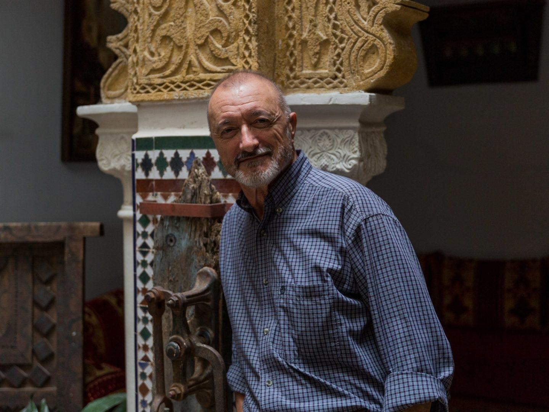 Arturo Pérez-Reverte en Tánger.