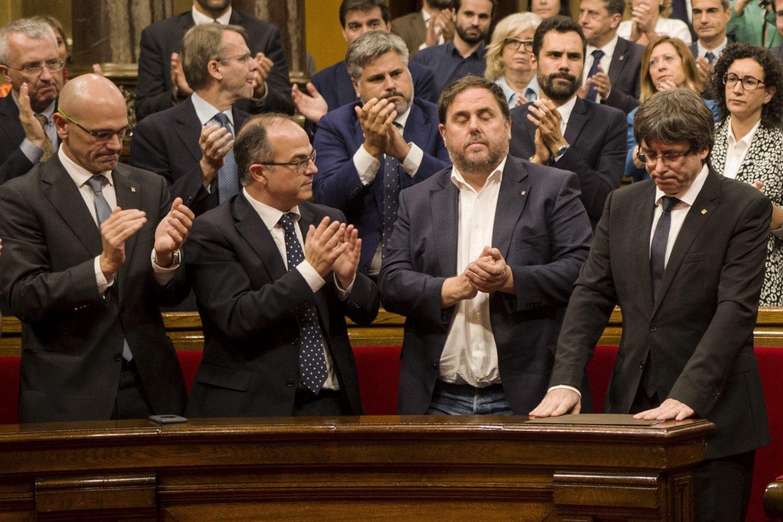 10-O: Puigdemont, tras su discurso en el Parlament.