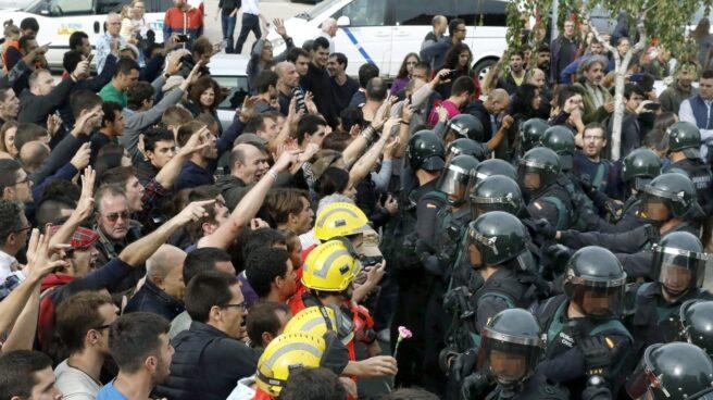 Referéndum 1-O: Incidentes en el Pabellón Deportivo municipal de Sant Julia de Ramis (Girona).