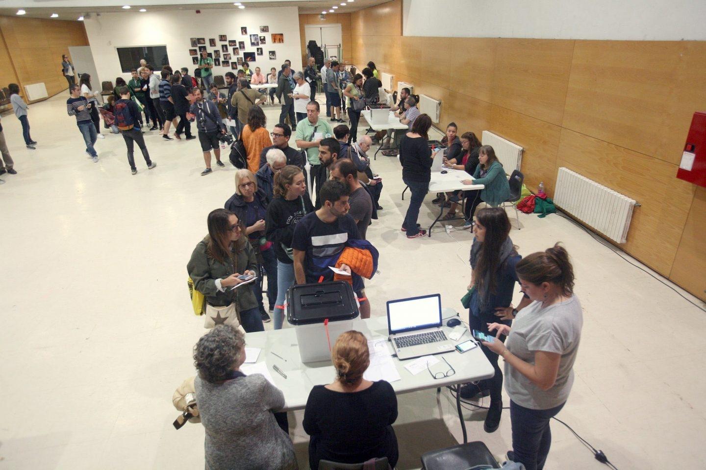 Referéndum 1-O: votaciones en un instituto de Tarragona.