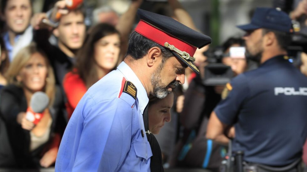 Josep Lluís Trapero, saliendo de la Audiencia Nacional tras declarar la primera vez.