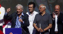 Manifestación 8-O en Barcelona: Vargas Llosa y Borrell.